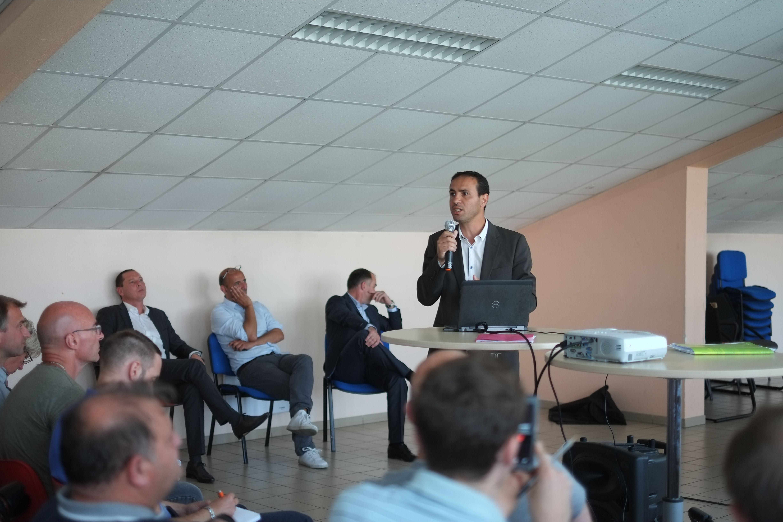 Farid Saada présentant son projet